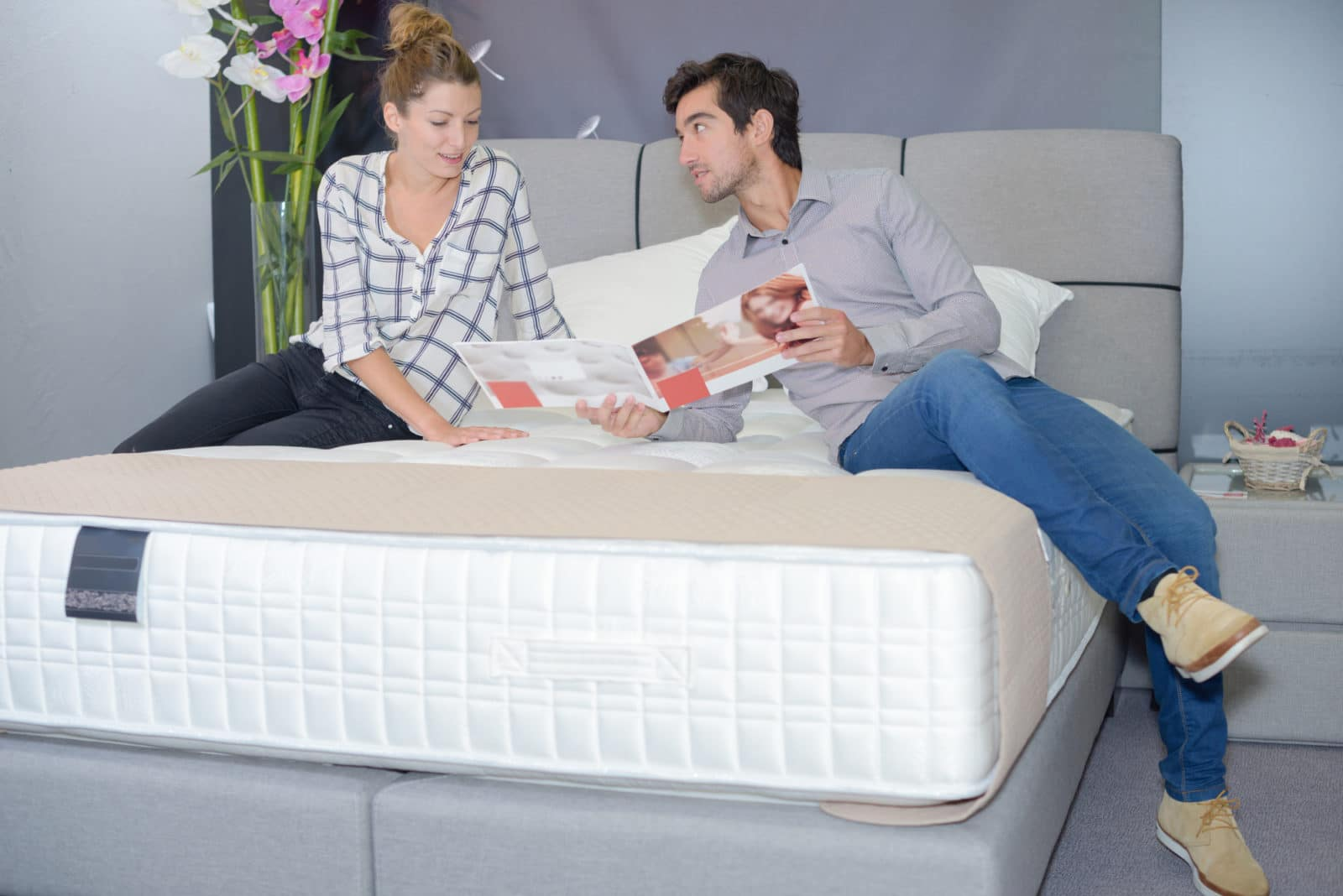 couple availing of a mattress in-home trial